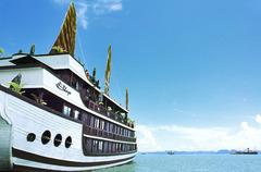 Bhaya Cruise - залив Халонг