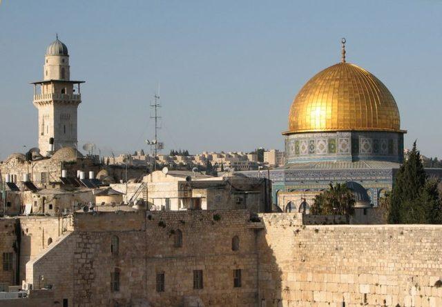 Два бряга на река Йордан: Израел и Йордания
